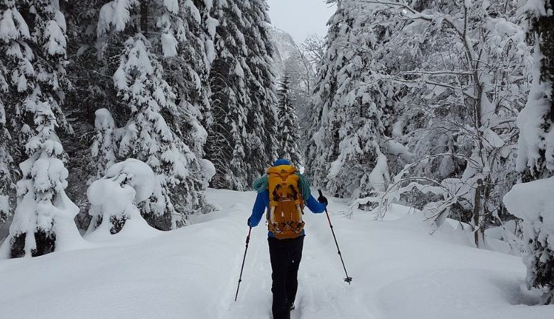 9 Awesome Tips for ​Hiking In the Snow